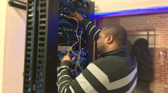 A student works in the IT lab